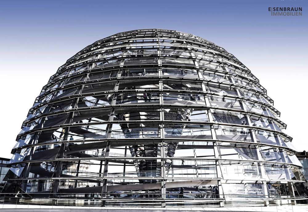Neues Gesetz Zur Teilung Der Maklerprovision. Das Foto Zeigt Die Von Sir Norman Foster Entworfene Kuppel Des Reichstags In Berlin.