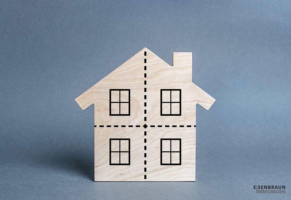 Das Bild Zeigt Ein Stilisiertes Haus, Das Mit Strichen Abgetrennt Wird. Es Ist Das Beitragsbild Zum Magazin-Beitrag: Alternativ Zur Immobilienrente - Aufteilung Eines Hauses In Eigentumswohnungen