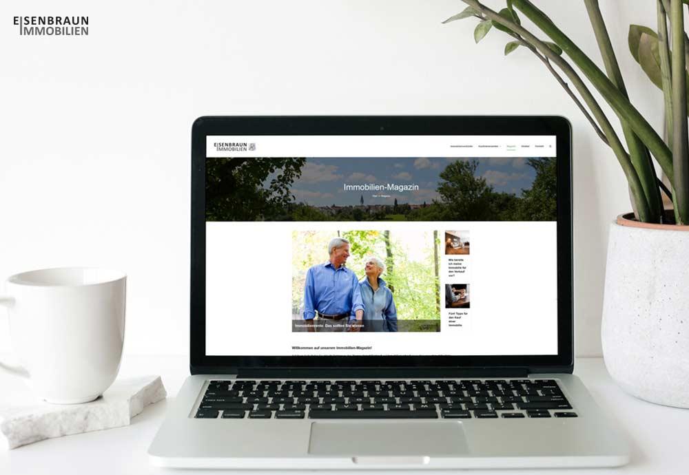 Ein Jahr Immobilien-Magazin Von Eisenbraun Immobilien. Das Bild Zeigt Einen Laptop, Auf Dem Die Webseite Mit Dem Immobilien-Magazin Aufgerufen Ist.